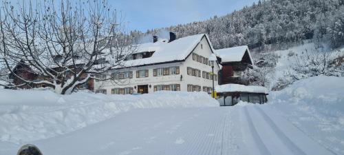 """""""Die Sonnigen"""" - Hotel und Familienspaß im Winter"""