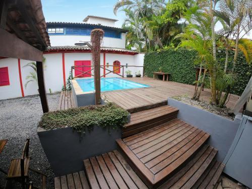 A piscina localizada em Che Lagarto Paraty ou nos arredores