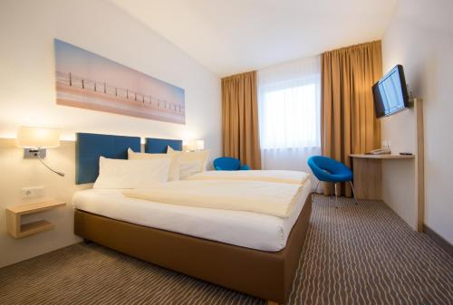A bed or beds in a room at Hotel NordRaum