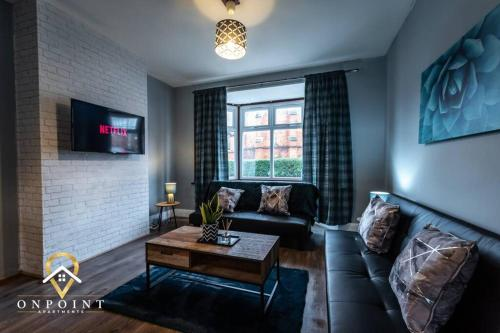 OnPoint Apartments - SPACIOUS 3 bedroom Home Close To Centre