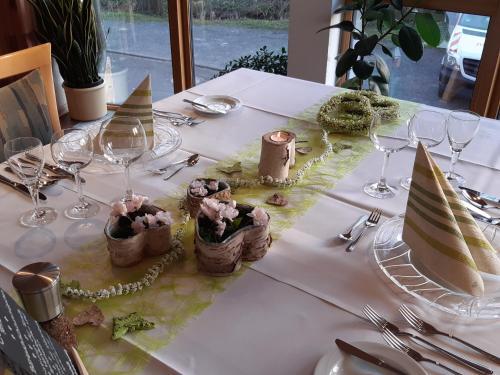 Ein Restaurant oder anderes Speiselokal in der Unterkunft Gasthaus Gonnermann