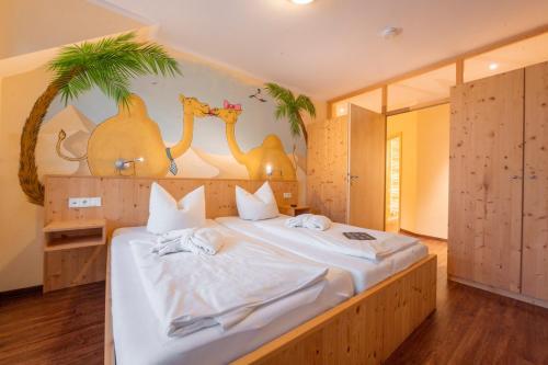 Ein Bett oder Betten in einem Zimmer der Unterkunft Familotel Mein Krug