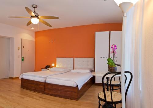 Ein Bett oder Betten in einem Zimmer der Unterkunft Seestrasse Apartments Drei Könige
