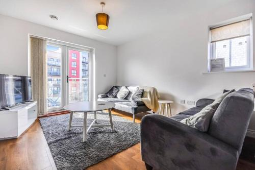 Luxury Chelmsford Riverside Apartment Sleeps 5