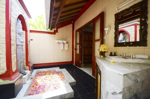 A bathroom at Tirta Ayu Hotel and Restaurant