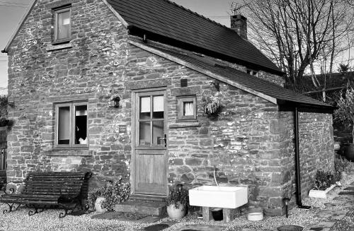 A charming cottage overlooking the Flaxley Valley on the edge of the Royal Forest of Dean