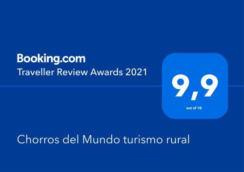 Certificado, premio, señal o documento que está expuesto en Chorros del Mundo turismo rural