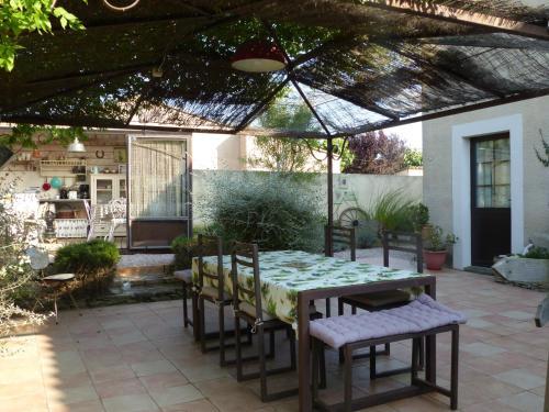 Restaurant ou autre lieu de restauration dans l'établissement La Gallinette