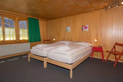 A bed or beds in a room at Im Zentrum OG