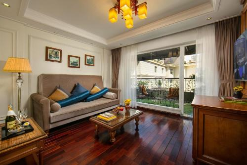 A seating area at Hanoi Pearl Hotel