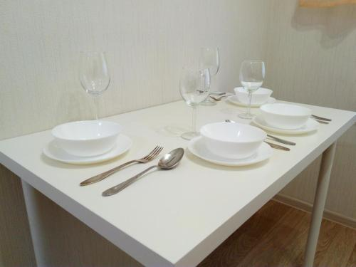 A restaurant or other place to eat at Apartment in center of Balashikha
