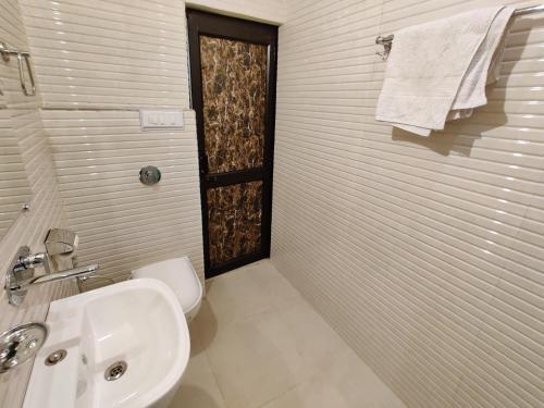 Ein Badezimmer in der Unterkunft Vrinda Apartments