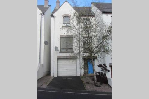 6 Bed Town house in central Ballycastle