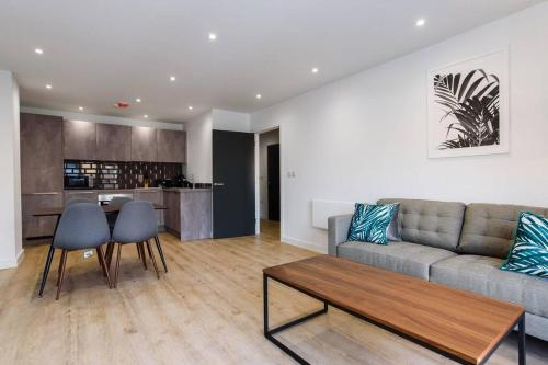 Fantastic brand new 1 BED APT central