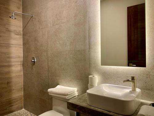 Ein Badezimmer in der Unterkunft Las Palmas Studios