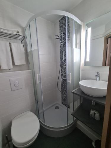 Salle de bains dans l'établissement Hotel Les Beaux Soleils