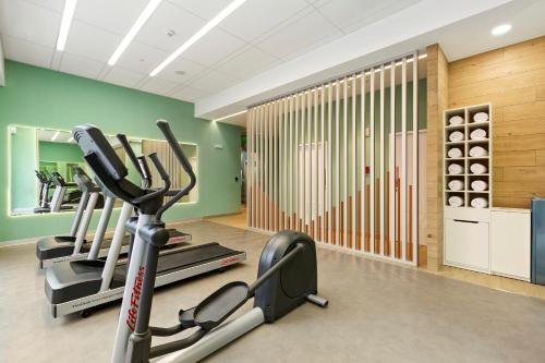 The fitness centre and/or fitness facilities at Holiday Inn Express - Lima San Isidro
