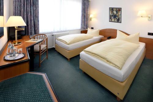 Ein Bett oder Betten in einem Zimmer der Unterkunft LAT Hotel & Apartmenthaus Berlin