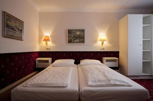 A bed or beds in a room at Pension Pharmador