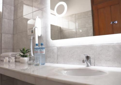 A bathroom at Inkari Suites Hotel