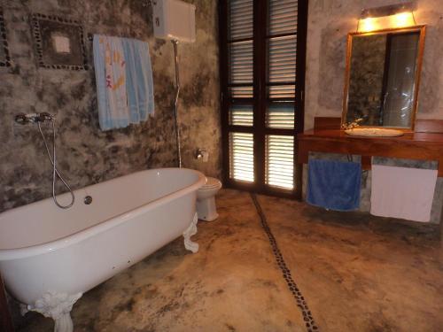 A bathroom at Me-Zochi Resort