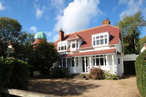 Beautiful 5 Bedroom House overlooking the Thames