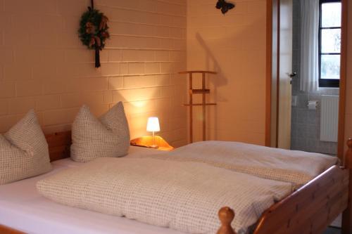 Ein Bett oder Betten in einem Zimmer der Unterkunft Landhotel Belitz