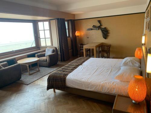Een bed of bedden in een kamer bij Hotel Villa Escale