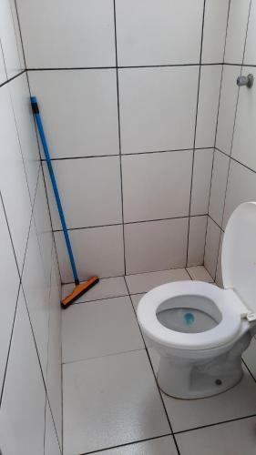 Um banheiro em Kitnet