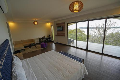A bed or beds in a room at Nammbú Beach Front Bungalows