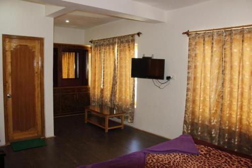 Télévision ou salle de divertissement dans l'établissement Mentokling Guest House and Garden Restaurant