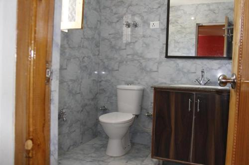 Salle de bains dans l'établissement Mentokling Guest House and Garden Restaurant