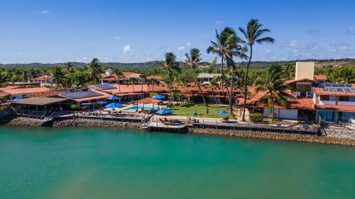 A piscina localizada em Pousada Villa do Sol ou nos arredores