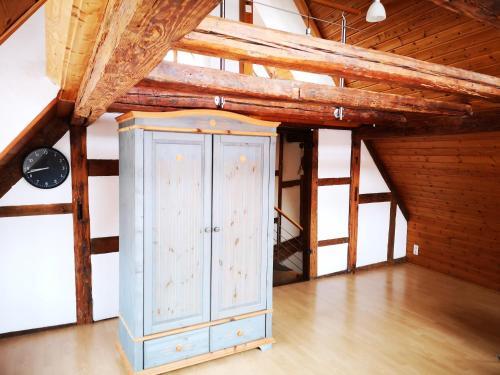 Ein Etagenbett oder Etagenbetten in einem Zimmer der Unterkunft charmante Pension zentral