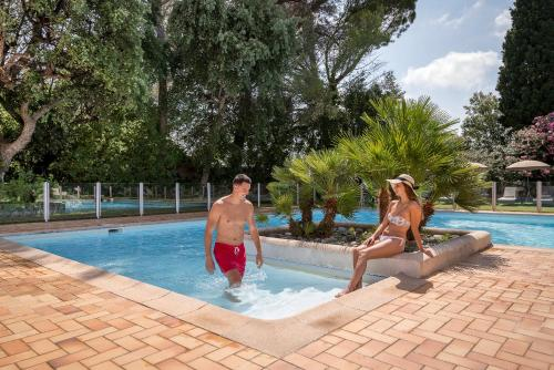 The swimming pool at or close to Najeti Golf Hôtel de Valescure