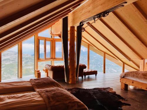 Ein allgemeiner Bergblick oder ein Berglick von der Lodge aus