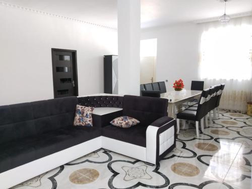 Uma área de estar em Villa SUPER