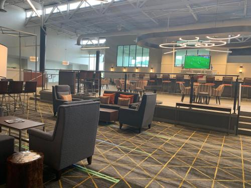 A restaurant or other place to eat at Holiday Inn Baton Rouge-South, an IHG hotel