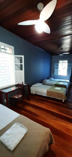 A bed or beds in a room at Gira Sol Palace Hotel