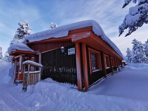 Saariselkä Inn Majatalo Panimo talvella