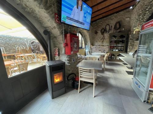 Un restaurante o sitio para comer en Hotel Mas Palou