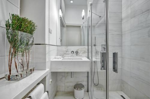 حمام في فندق إتش 15 البوتيكي