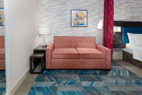 A seating area at Home2 Suites by Hilton Charleston Airport Convention Center, SC