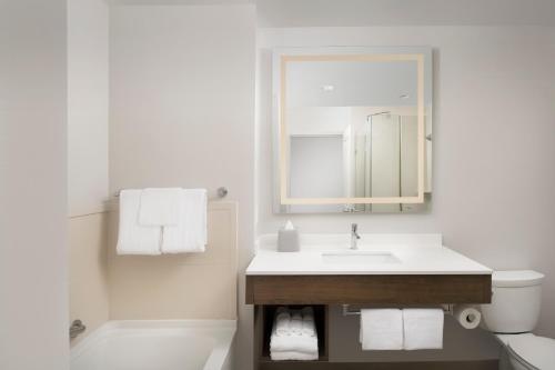 A bathroom at Holiday Inn Express Jacksonville Beach, an IHG hotel