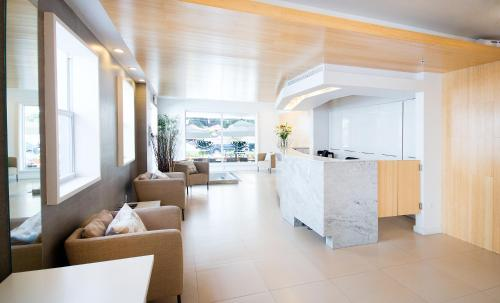 The lobby or reception area at Ocean Reef Suites