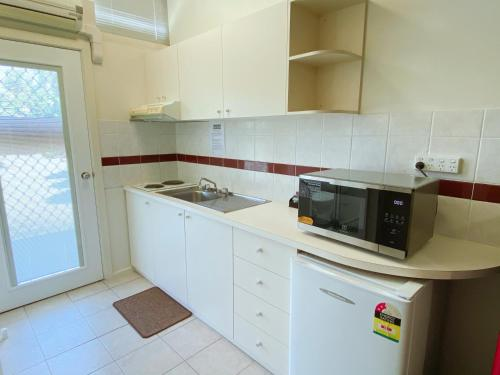 A kitchen or kitchenette at Canberra Short Term and Holiday Accommodation