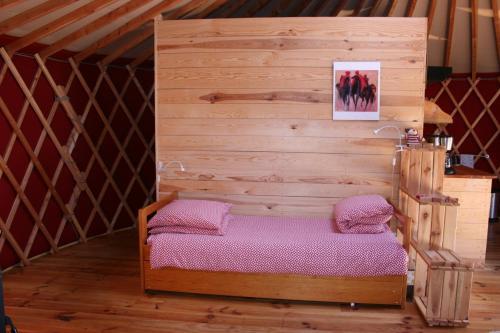 Un ou plusieurs lits dans un hébergement de l'établissement Yourtes en Terrasse