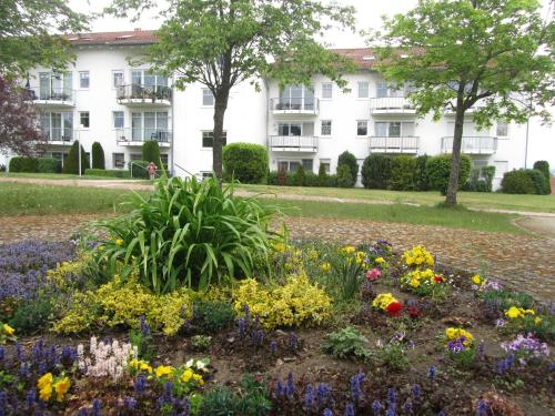 Ein Garten an der Unterkunft Ferienwohnungen an der Therme
