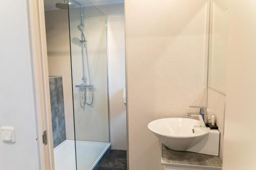 A bathroom at Huis Ter Geul