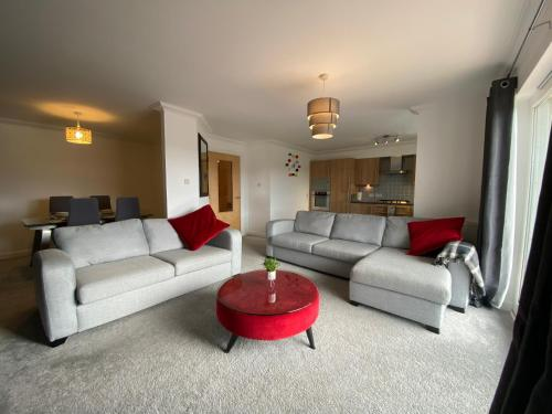 The Duplex Nairn- Spacious 3 Bedroom with sunny balcony